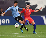 Rodrigo Bentancur (left) of Uruguay and Tyler Boyd (21) of the United States vie for the ball during an international friendly game  on September 10, 2019 at Busch Stadium in St. Louis, Missouri USA<br /> AFP Photo by Tim VIZER
