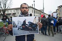 PRESIDIO IN DIFESA DEI MIGRANTI NELLA FOTO CORTEO IN VIA SAN FAUSTINO CRONACA BRESCIA 24/03/2015 FOTO MATTEO BIATTA