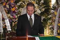 RIO DE JANEIRO, 06 DE DEZEMBRO 2012 - MORTE OSCAR NIEMEYER - Carlos Oscar Niemeyer neto do arquiteto e esposa durante velorio do arquiteto Oscar Niemeyer no Palacio da Cidade (sede da Prefeitura do Rio de Janeiro) no bairro de Botafogo regiao sul da capital fluminensena manha desta quinta-feira, 07 dezembro. O arquiteto morreu na quarta-feira, 05 dezembro à noite vítima de infecção respiratória, aos 104 anos. FOTO: VANESSA CARVALHO - BRAZIL PHOTO PRESS.