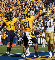 Keenan Allen of California scores a touchdown during the game against UCLA at Memorial Stadium in Berkeley, California on October 9th, 2010.   California defeated UCLA, 35-7.