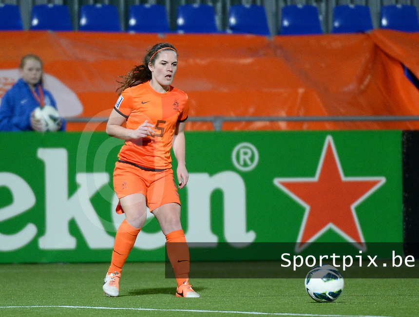 20140212 - ZWOLLE , THE NETHERLANDS : Dutch Siri Worm pictured during the female soccer match between The Netherlands and Belgium , on the fifth matchday in group 5 of the UEFA qualifying round to the FIFA Women World Cup in Canada 2015 at Het Ijseldelta Stadion , Zwolle . Wednesday 12th February 2014 . PHOTO DAVID CATRY