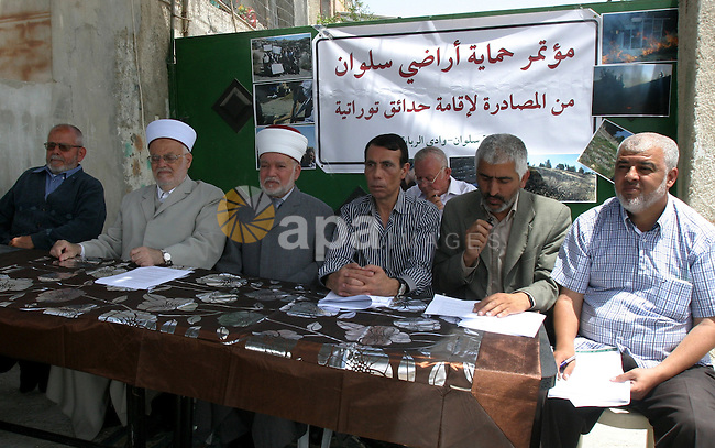Palestinian Islamists and Politicians during a press conference discusses the issue of judaizing Jerusalem and  the alleged Jewish graves in Valley Rababa, in Silwan Jerusalem's old city, In Jerusalem on May 28, 2012. Photo by Mahfouz Abu Turk