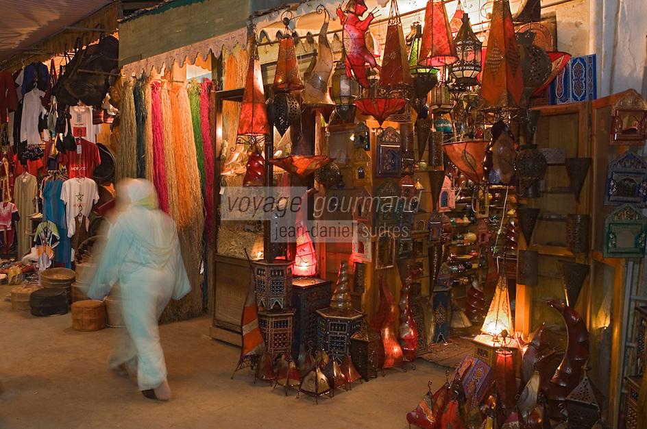 Afrique/Afrique du Nord/Maroc/Rabat: dans la médina la rue des Consuls à la tombée de la nuit