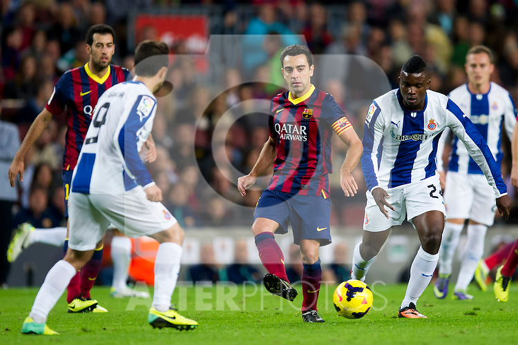 FC Barcelona's Xavi Hernandez (center) passes the ball surrounded by RCD Espanyol's Sergio Garcia (left) and Jhon Cordoba (right) during La Liga 2013-2014 match. November 1, 2013. (ALTERPHOTOS/Alex Caparros)