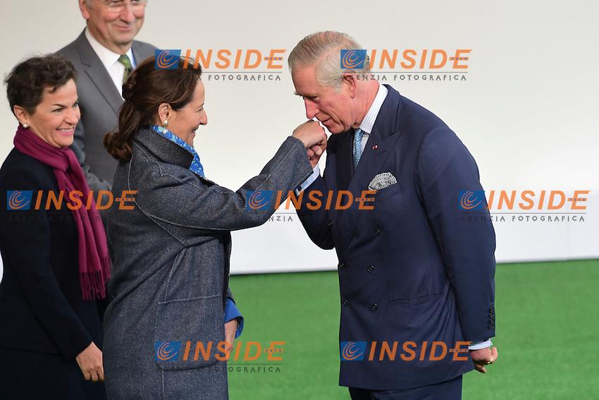 Il Principe Carlo di Galles fa il baciamano e Segolene Royal<br /> Parigi 30-11-2015 <br /> COP21 Conferenza sui cambiamenti Climatici Paris Climate Conference <br /> Foto JB Autissier Panoramic / Insidefoto
