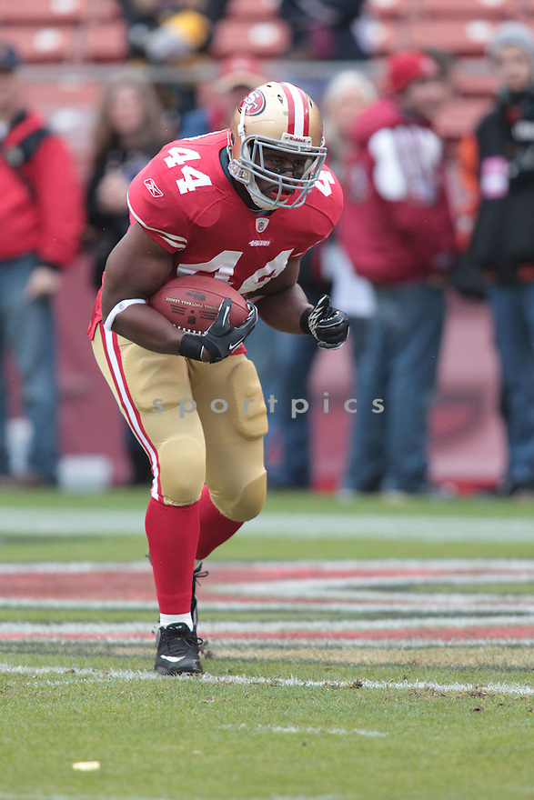 MORAN NORRIS, of the San Francisco 49ers in action durIng the 49ers game against the Arizona Cardinals at Candlestick Park on January 2, 2011 in San Francisco, California.. .49ers beat the Cardinals 38-7