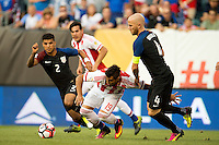 Action photo during the match USA vs Paraguay at Lincoln Financial Field, Copa America Centenario 2016. ---Foto  de accion durante el partido USA vs Paraguay, En el Lincoln Financial Field, Partido Correspondiante al Grupo - D -  de la Copa America Centenario USA 2016, en la foto: Darío Lezcano, Michael Bradley