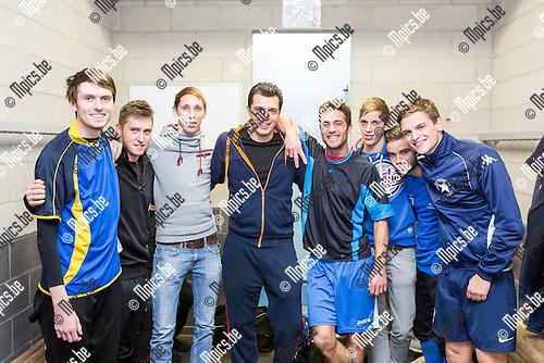 2014-11-18 / Voetbal / Seizoen 2014-2015 / White Star / De geblesseerde Glenn Urkens (midden) met enkele ploegmaats.<br /><br />Foto: Mpics.be