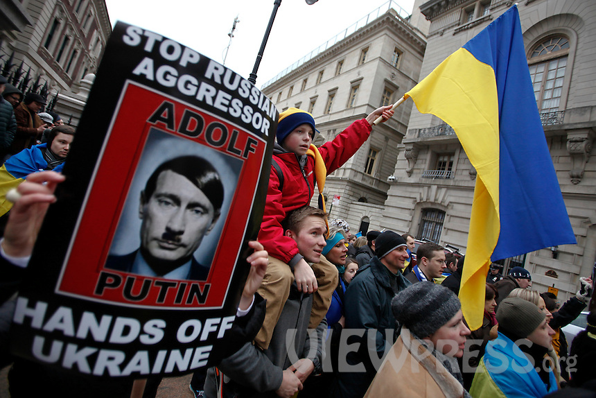 Ukrainian immigrants protest against war in front of Russian