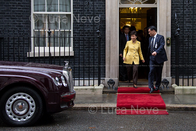 London, 06/11/2013. The President of the Republic of South Korea, Park Geun-hye, leaves 10 Downing Street after a meeting with the British Prime Minister David Cameron.