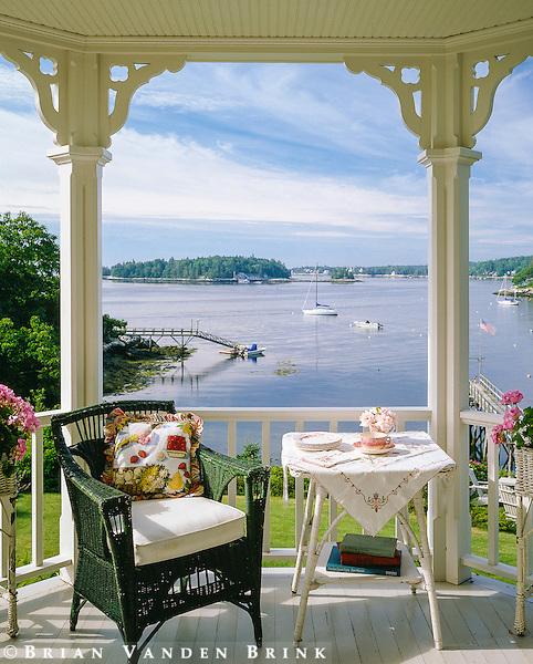 Design: Coastal Designers & Consultants Inc.; Builder: Knickerbocker Group