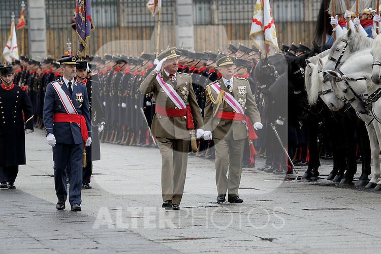 Military Christmas at Madrid Royal Palace. King Juan Carlos and Royal Guard...Photo: MAC / ALFAQUI