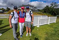 Annika Sorenstam with Australian fans. 2018 Annika Australiasia Invitational Junior-Am at Royal Wellington Golf Club in Upper Hutt, Wellington, New Zealand on Saturday, 15 December 2018. Photo: Dave Lintott / lintottphoto.co.nz