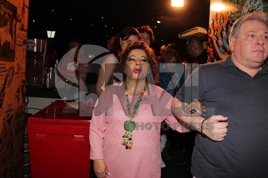 SAO PAULO, SP, 18 DE FEVEREIRO 2012 - CAMAROTE BAR BRAHMA - A cantora Angela Maria, e vista no Camarote Bar Brahma, no primeiro dia de desfiles do Grupo Especial do Carnaval de Sao Paulo, na noite deste sabado 18, no Sambodromo do Anhembi regiao norte da capital paulista. (FOTO: MILENE CARDOSO - BRAZIL PHOTO PRESS).