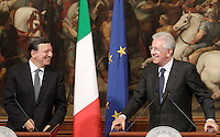 Il Presidente del Consiglio Mario Monti, a destra, sorride insieme al Presidente della Commissione Europea Jose' Manuel Barroso a Palazzo Chigi, Roma, 6 settembre 2012. .Italian Premier Mario Monti, right, smiles with European Commission's President Jose' Manuel Barroso at Chigi Palace government office in Rome, 6 september 2012..UPDATE IMAGES PRESS/Riccardo De Luca