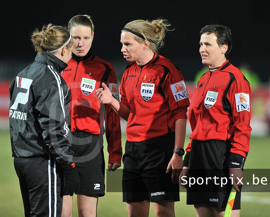 Waasland Beveren Sinaai Girls - RSC Anderlecht : Lois Otte , Stephanie Forde ,  Leen Martens en Ella De Vries.foto DAVID CATRY / Nikonpro.be