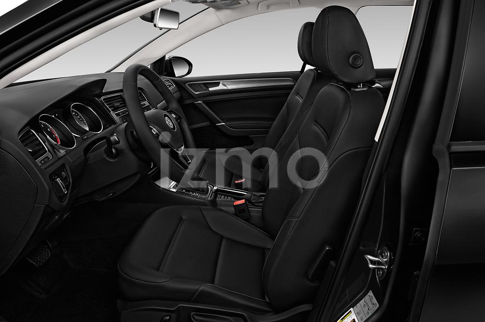 Front seat view of a 2018 Volkswagen Golf SportWagen SE 5 Door Wagon front seat car photos