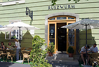 HUN, Ungarn, Budapest, Stadteil Buda, Burgviertel: Konditorei und Biedermeiercafe Ruszwurm in der Dreifaltigkeitsgasse (Szentháromság utca), draussen | HUN, Hungary, Budapest, Castle District: pastry shop and Biedermeier-cafe Ruszwurm at Trinity lane (Szentháromság utca), outside