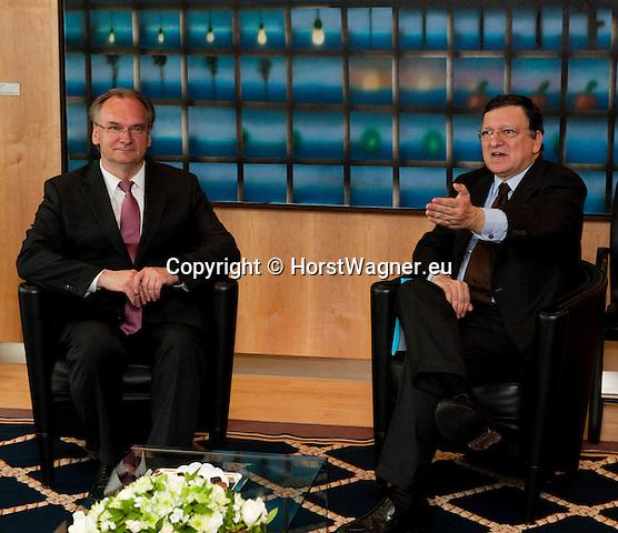 Bruessel-Belgien - 19. Juni 2013 -- Dr. Reiner HASELOFF (li), Ministerpraesident von Sachsen-Anhalt zu politischen Gespraechen in Bruessel; hier, im 'Berlaymont' - Sitz der Europaeischen Kommission mit José Manuel BARROSO (re) Praesident der EU-Kommission -- Photo: © HorstWagner.eu
