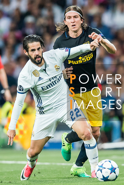 Isco Alarcon (l) of Real Madrid fights for the ball with Filipe Luis of Atletico de Madrid during their 2016-17 UEFA Champions League Semifinals 1st leg match between Real Madrid and Atletico de Madrid at the Estadio Santiago Bernabeu on 02 May 2017 in Madrid, Spain. Photo by Diego Gonzalez Souto / Power Sport Images