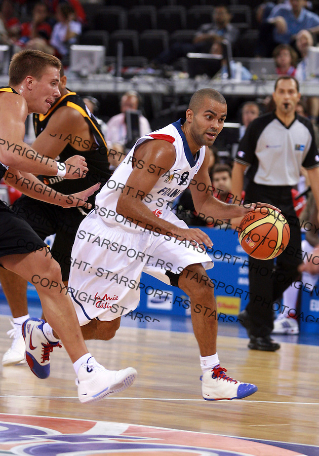 France`s Tony Parker holds the ball during qualifying match, group F against Germany in Madrid, Spain at European basketball championship in Madrid arena 08.09.2007 photo: Pedja Milosavljevic/ZUMA.