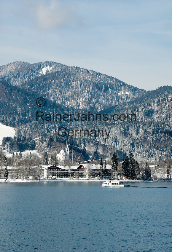Germany, Bavaria, Upper Bavaria, Tegernseer Valley, Winter at Lake Tegern; sightseeing boat cruising without passengers, background village Abwinkl