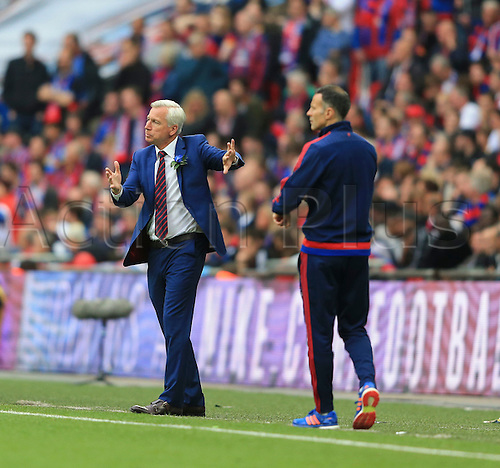 21.05.2016. Wembley Stadium, London, England. The Emirates FA Cup Final. Manchester United versus Crystal Palace. Alan Pardew, the Crystal Palace manager on the sideline looks to get his side moving.