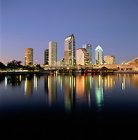 USA, Florida, Tampa: Downtown area at Dusk | USA, Florida, Tampa: Downtown am Abend