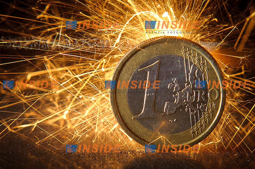 Moneta da un euro.Crisi Internazionale.Stock Euro Moneta Finanza Crisi Europa.16/10/2011.Foto Insidefoto / Sandro Zangrando / Expa