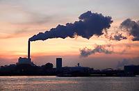 Nederland - Amsterdam - 2019. Noordzeekanaal. De haven van Amsterdam. De kolencentrale van Nuon aan de Hemweg.  Foto Berlinda van Dam / Hollandse Hoogte
