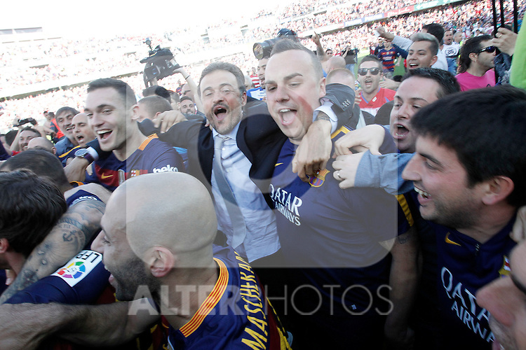 FC Barcelona's coach Luis Enrique Martinez celebrates with his players the victory in La Liga 2015/2016. May 14,2016. (ALTERPHOTOS/Acero)