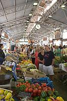 Europe/France/Provence-Alpes-Cote d'Azur/Alpes-Maritimes/Antibes: étals de légumes sur le marché cours Massèna