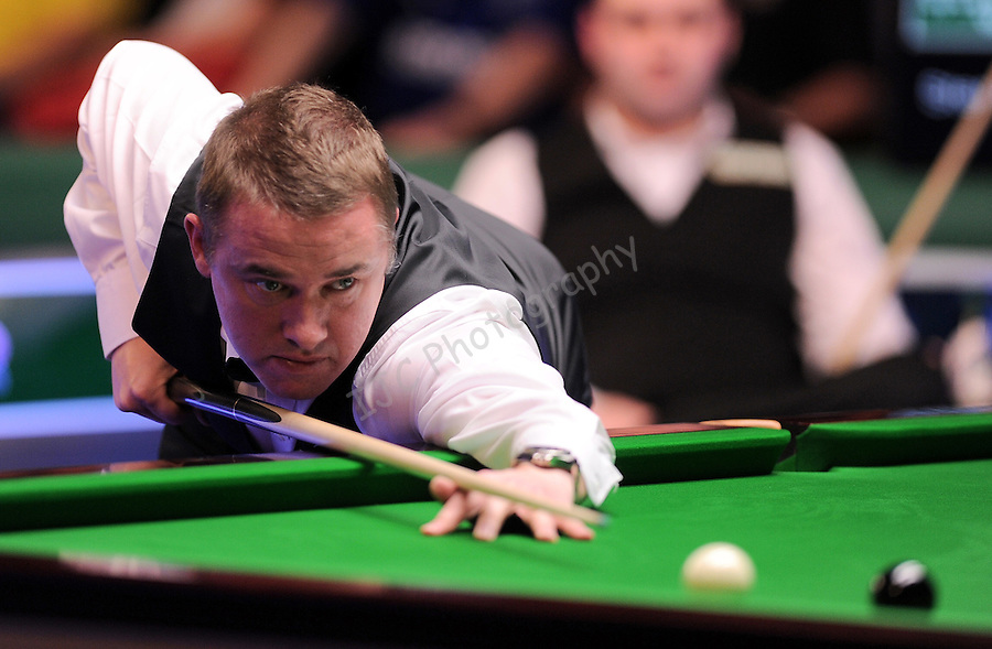 Stephen Hendry (Sco) during his 147 break first frame..World Snooker - Wyldecrest Park Homes Welsh Open 2011 - Match 22 - 17-Feb-2011 - Stephen Hendry (Sco) v Stephen Maguire (Sco) - Newport Leisure Centre - Newport.PLEASE CREDIT : IAN COOK IJC SPORTS ..© IJC SPORTS www.ijcsports.co.uk