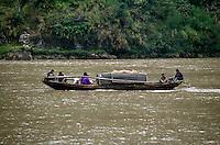 Yangtze-Fluss in der Provinz Hubei / China<br /> Die chinesische Regierung plant in der Provinz Hubei den Yangtze-Fluss mit einem Staudamm zur Stromgewinnung aufzustauen. Dabei werden ca. 3 Millionen Menschen umgesiedelt.<br /> Hier: Eine traditionelle Dschunke, beladen mit Obst, auf dem Yangtze-Fluss im &quot;Drei Schluchten-Nationalpark&quot;.<br /> 1992, Provinz Hubei / China<br /> Copyright: Christian-Ditsch.de<br /> [Inhaltsveraendernde Manipulation des Fotos nur nach ausdruecklicher Genehmigung des Fotografen. Vereinbarungen ueber Abtretung von Persoenlichkeitsrechten/Model Release der abgebildeten Person/Personen liegen nicht vor. NO MODEL RELEASE! Nur fuer Redaktionelle Zwecke. Don't publish without copyright Christian-Ditsch.de, Veroeffentlichung nur mit Fotografennennung, sowie gegen Honorar, MwSt. und Beleg. Konto: I N G - D i B a, IBAN DE58500105175400192269, BIC INGDDEFFXXX, Kontakt: post@christian-ditsch.de<br /> Urhebervermerk wird gemaess Paragraph 13 UHG verlangt.]