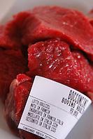 Etichette che descrivono la tracciabilità e la provenienza di un prodotto.Labels that describe the traceability and the provenance of a product..