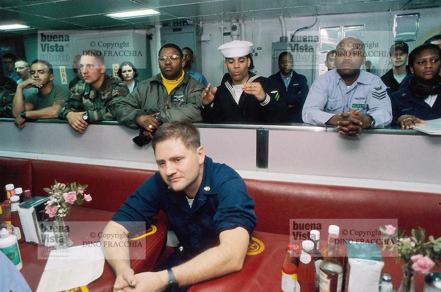 - crew in refectory room on amphibious assault ship Wasp in the Adriatic sea  during operations in Bosnia-Herzegovina....- equipaggio in sala mensa a bordo della nave da assalto anfibio Wasp in mare Adriatico durante le operazioni in Bosnia-Herzegovina