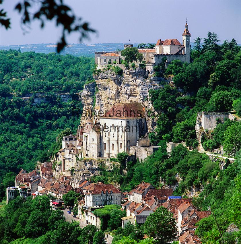 France, Midi-Pyrenees, Departement Lot, Rocamadour: Village on hillside at Alzou Valley and at Causses du Quercy Nature Park   Frankreich, Midi-Pyrénées, Département Lot, Rocamadour: der Ort liegt an einer Steilklippe im Alzou-Tal und im Regionalen Naturpark Causses du Quercy