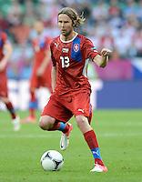 FUSSBALL  EUROPAMEISTERSCHAFT 2012   VORRUNDE Griechenland - Tschechien         12.06.2012 Jaroslav Plasil (Tschechische Republik) Einzelaktion am Ball