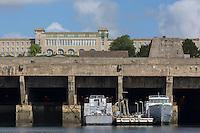 France, Bretagne, (29), Finistère, Brest:   Base Navale et Arsenal de Brest - a base sous-marine de Brest est un immense bunker de la Seconde Guerre mondiale, construit par l'armée allemande et au dessus le Centre d'Instruction Naval de Brest