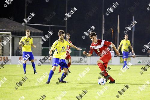 2015-10-03 / Voetbal / Seizoen 2015-2016/ KFC De Kempen- VC Herentals / foto mpics.be /  Jorne Van Genechten in de aanval voor Herentals.