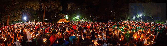 Aug. 23, 2015; Class of 2019 First visit to Grotto during Welcome Weekend. (Photo by Peter Ringenberg/University of Notre Dame Dame