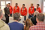 v.l. OB Peter Kurz, Mannheims Sinan Akdag (Nr.7), Mannheims Matthias Plachta (Nr.22), Mannheims Marcel Goc (Nr.23), Mannheims David Wolf (Nr.89) und Mannheims Dennis Endras (Nr.44) beim Empfang bei der Stadt Mannheim fuer die Spieler, der olympischen Silbermedaillen Gewinner von den Adlern Mannheim.<br /> <br /> Foto &copy; PIX-Sportfotos *** Foto ist honorarpflichtig! *** Auf Anfrage in hoeherer Qualitaet/Aufloesung. Belegexemplar erbeten. Veroeffentlichung ausschliesslich fuer journalistisch-publizistische Zwecke. For editorial use only.