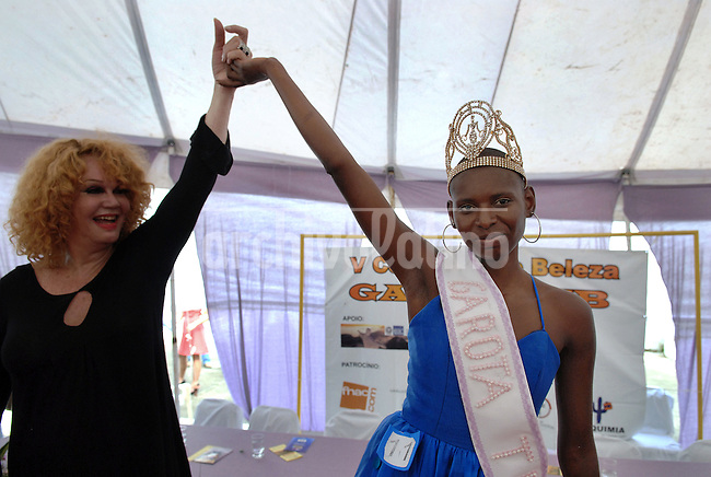 Joyce da Silva, 25, right, celebrates after she was elected the most beautiful among 15 contestants of three prisons in a beauty pageant held at the Talavera Bruce prison in Rio de Janeiro, Brazil,  November 25, 2008. The Miss Talavera Bruce Beauty Pageant is an important break from the routine life of about 330 female inmates in the maximum security prison. The Rio de Janeiro prison is a notorious Bangu area, where some of Rio's top drug traffickers are held. The fifth annual pageant, which the VivaRio non-governmental organization helps organize, tries to transform these dangerous criminals into beautiful, dazzling, beauty pageant hopefuls for one day. (Austral Foto/Renzo Gostoli)