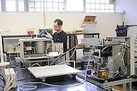 - ditta Milestone a Sorisole (Bergamo), produzione di apparecchiature diagnostiche ospedaliere, reparto montaggio<br /> <br /> - Milestone company in Sorisole (Bergamo), production of hospital diagnostic equipments, assembly department
