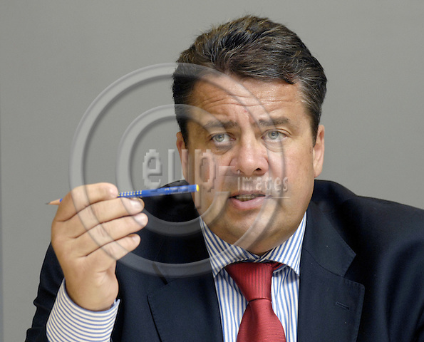 Brussels-Belgium - 27 June 2007---Sigmar GABRIEL, Federal Minister for the Environment, Nature Conseration and Nuclear Safety of Germany, during a press briefing---Photo: Horst Wagner/eup-images