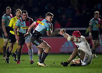Harlequins' James Lang bumps off Wasps' James Haskell<br /> <br /> Photographer Bob Bradford/CameraSport<br /> <br /> European Rugby Challenge Cup - Harlequins v Wasps - Sunday 13th January 2018 - Twickenham Stoop - London<br /> <br /> World Copyright &copy; 2018 CameraSport. All rights reserved. 43 Linden Ave. Countesthorpe. Leicester. England. LE8 5PG - Tel: +44 (0) 116 277 4147 - admin@camerasport.com - www.camerasport.com