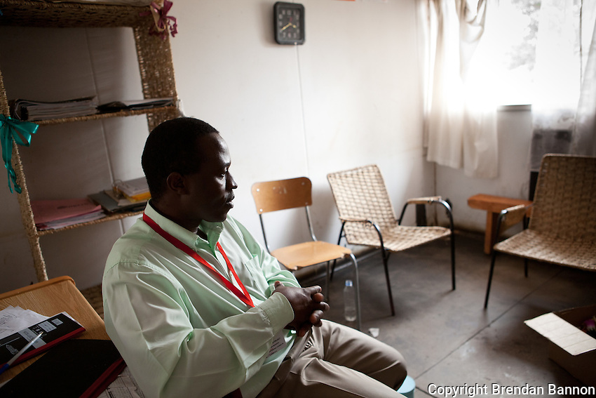 """Gladman Nyasha Makwenya (40) is counsellor in the MSF HIV/AIDS project in Epworth, an urban settlement adjacent to the capital Harare of Zimbabwe. 'I'm grateful to work in a place where I can support people in dealing with their pain, bitterness and poverty. It gives great satisfaction to be able to contribute in this way."""".With 14.3 per cent prevalence rate (UNAIDS 2009), Zimbabwe is one of the countries worst affected by the worldwide HIV/AIDS epidemic. Since 2007, MSF has been running an HIV/AIDS project in Epworth. In August 2011, MSF had 12,864 patients under care in both of its clinics there."""