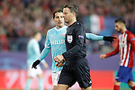 PSV Eindhoven's Andres Guardado have words with the referee Mark Clattenburg during UEFA Champions League match. March 15,2016. (ALTERPHOTOS/Acero)