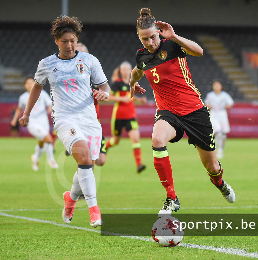 20170613 - LEUVEN ,  BELGIUM : Belgian Heleen Jaques (R) and Japanese Yuika Sugasawa (L) pictured during the female soccer game between the Belgian Red Flames and Japan , a friendly game before the European Championship in The Netherlands 2017  , Tuesday 13 th Juin 2017 at Stadion Den Dreef  in Leuven , Belgium. PHOTO SPORTPIX.BE | DIRK VUYLSTEKE