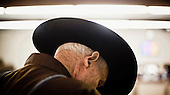 Dodge City, Kansas, USA, August 2011:.Man during cattle auction. Large percentage of population of this region is raising cattle and working in beef industry..(Photo by Piotr Malecki / Napo Images)..Dodge City, Kansas, Stany Zjednoczone, Sierpien 2011:.Hodowca podczas aukcji bydla. Duza czesc mieszkancow tego rejonu zajmuje sie hodowla bydla lub pracuje w przemysle miesnym..Fot: Piotr Malecki / Napo Images.
